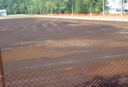 Rénovation terrain de soccer, terreauteuse, humus, semence