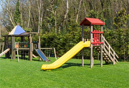 Entretien terrains de jeux, parc, semence, fertilisation, aération