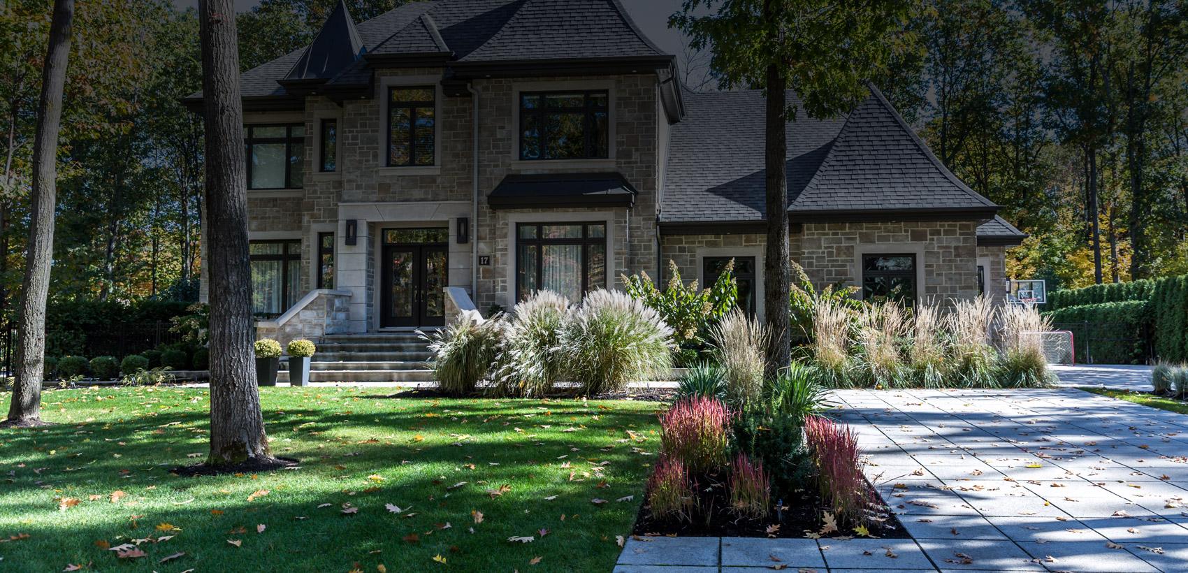 Entretien de pelouse résidentiel, aménagement paysager, taille de végétaux